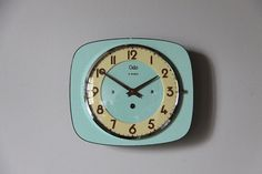 Hoi! Ik heb een geweldige listing gevonden op Etsy https://www.etsy.com/nl/listing/226059094/vintage-french-wall-clock-mint-green