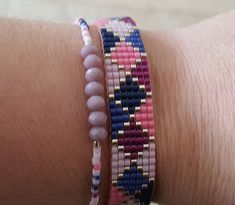 Gold standard: incorporating gold in jewelry projects Friendship Bracelet Instructions, Handmade Friendship Bracelets, Handmade Bracelets, Bead Loom Bracelets, Bracelet Crafts, Accesorios Casual, Summer Bracelets, Bracelet Tutorial, Diy Jewelry Making