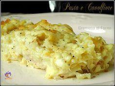 Pasta e Cavolfiore Cremosa al forno, un primo piatto davvero gustosissimo, un sapore equilibrato e deciso. Besciamella, prosciutto, provola, cavolfiore Wine Recipes, Cooking Recipes, Cauliflower Pasta, Sicilian Recipes, Creamy Pasta, I Love Food, Macaroni And Cheese, Food And Drink, Wraps