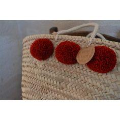Panier à pompons rouge carmin. À venir découvrir sur www.boutiqueboheme.fr