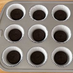 These Oreo Cheesecake Cupcakes are a creamy and delicious treat that melts in your mouth. See how to make them with just 6 ingredients!
