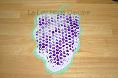 Bubble Wrap Grapes – Fruit of the Spirit Craft or spies going to Canaan – Vine Ideas Jungle Crafts, Pig Crafts, Tree Crafts, Bible Crafts For Kids, Holiday Crafts For Kids, Make Your Own Badge, Kites Craft, Bubble Painting, Church Crafts