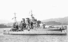 HMS Exeter (68) - Incrociatore pesante Classe York - Entrata in servizio 27 luglio 1931 - Caratteristiche generali Lunghezza 175 m Larghezza 18 m Pescaggio 5,2 m Propulsione Otto caldaie Admiralty a tubi d'acqua Turbine a ingranaggi Parsons Quattro eliche 80.000 Shp Velocità 32¼ nodi Autonomia 10.000 mn a 14 nodi Equipaggio 630 - Motto: Semper fidelis - Affondata il 1º marzo 1942 nella seconda battaglia del mare di Giava