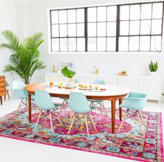 """Sharing a few simple ways to decorate a joyful and modern dining room for Summer entertaining and a welcoming space for guests! colorful dining @ via Retro Home Decor, Home Decor Trends, Diy Home Decor, Decor Ideas, Room Ideas, Decorating Ideas, Interior Decorating, Vintage Decor, Interior Ideas"