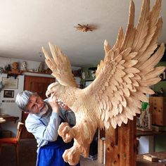 Amazing carved sculpture by Italian artist Giuseppe Rumerio (Woodworking Art) Carved Wooden Animals, Wooden Art, Tree Carving, Wood Carving Art, Art Sculpture En Bois, Art Carved, Wood Creations, Italian Artist, Animal Sculptures