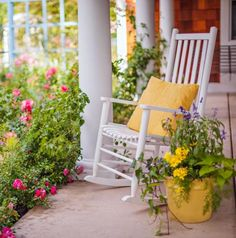 40 Ideas For Welcoming Porches...