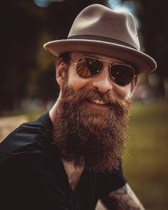 A beard. A hat. Long Beard Styles, Beard Styles For Men, Hair And Beard Styles, Beard Logo, Beard Tattoo, Great Beards, Awesome Beards, Hipsters, Beard Game