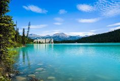 Pick a season, any season. They're all good in #LakeLouise, #Alberta. #Travel