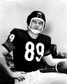Mike Ditka during his playing days. (Chicago Tribune photo)