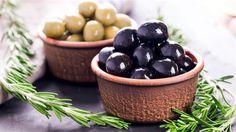 Zeytin Akdeniz iklimine özgün faydalı bir bitkidir.
