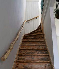 Drijfhouten trapleuningen op maat. Informeer naar de mogelijkheden voor u woning of bedrijf.