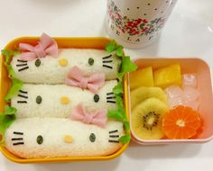 always love hellokity Bento Box Lunch For Kids, Cute Bento Boxes, Bento Lunchbox, Cute Snacks, Cute Food, Kawaii Cooking, Kawaii Bento, Food Patterns, Sushi Art