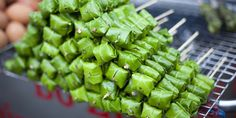 Street food around the world you NEED to try.  So many of these look amazing!