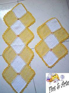 Conjunto de toalhas decorativa, confeccionada em tear de pregos.  Medidas (cm): Toalha maior: 87 x 30 Toalha menor: 50 x 32   Cores a critério do comprador, conforme disponibilidade. R$ 51,75