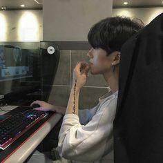 chxn's guy 🌠 images from the web Korean Boys Hot, Korean Boys Ulzzang, Korean Couple, Ulzzang Couple, Korean Men, Ulzzang Girl, Cute Asian Guys, Asian Boys, Asian Men