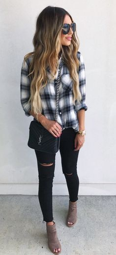 #summer #outfits Printed Shirt + Black Ripped Skinny Jeans