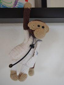 Sørme om ikke også jeg har lavet en læge om til en abe. Jeg har givet lægen en lang hvid jakke på, og sat små lommer foran. Og i den ene lo...