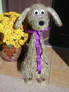 Zvířátka ze sena | Výrobky z přírodních materiálů Snoopy, Wreaths, Halloween, Disney Characters, Crafts, Home Decor, Nature, Hay, Figurine