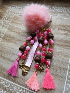 Diy Hanging Shelves, Key Rings, Rose, Diy Jewelry, Glass Beads, Dangles, Creations, Coconut, Beaded Bracelets