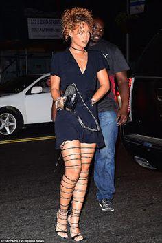 Rihanna puts her legs on display at Travis Scott concert Rihanna Daily, Rihanna Mode, Rihanna Style, Rihanna Fenty, Rihanna Fashion, Celebrities Fashion, Rihanna Outfits, Rihanna Dress, Black Strappy Heels