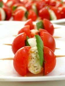 Food and Drink: spiedini di caprese Cheese Appetizers, Appetizer Recipes, Dinner Recipes, Italian Recipes, Mexican Food Recipes, Cooking Recipes, Healthy Recipes, Bariatric Recipes, Vegetarian Recipes