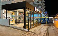 Το Tentopolis, προωθεί στην Ελληνική αγορά, ένα καινοτόμο προϊόν. Τα ανασυρομενα παραθυρα, με ανασυρομενος μηχανισμος ή αλλιώς Triple Air Block System. Πρόκειται για ένα προϊόν, που δίνει αποτελεσματικές λύσεις στους εξωτερικούς χώρους, που χρειάζονται προστασία από το κρύο και τον αέρα. Γι αυτό ακριβώς, μπορούν να θεωρηθούν ανασυρομενα κουφωματα αλουμινιου. Divider, Room, Furniture, Home Decor, Bedroom, Decoration Home, Room Decor, Rooms, Home Furnishings
