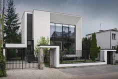 METAMORFOZA DOM KOSTKA. ELEWACJA FRONTOWA : Moderne Häuser von PAWEL LIS ARCHITEKCI