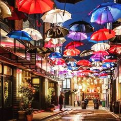 Zozimus Bar, Dublin, Ireland They're ready for rain in Mary Poppins shtyle! Oh The Places You'll Go, Places To Travel, Places To Visit, Ireland Vacation, Ireland Travel, Galway Ireland, Cork Ireland, Belle Villa, Destination Voyage