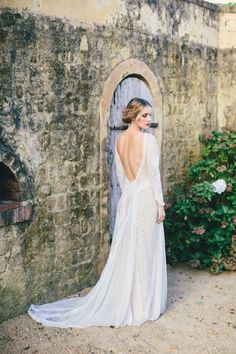 Tendance Robe du mariage 2017/2018  Backless wedding dresses for the winter bride: www.stylemepretty