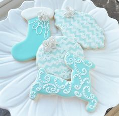 Tiffany Blue Christmas Cookies Let it Snow! Cute Christmas Cookies, Xmas Cookies, Iced Cookies, Christmas Treats, Christmas Baking, Snow Cookies, Christmas Biscuits, Christmas Cakes, Christmas Desserts