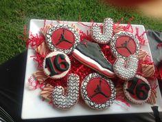 The amazing Air Jordan Cookies 13th Birthday Parties, 11th Birthday, Birthday Party Decorations, Birthday Celebration, Birthday Ideas, Jordan Baby Shower, Basketball Baby Shower, Air Jordan, Jordan 10