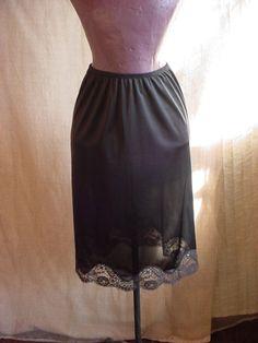 Vintage J C Penney Body Lites Black Half Slip w Lace sz Small w Side Slit M51