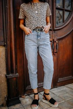 Tees and jeans outfit – Lady Dress Designs Mom Outfits, Jean Outfits, Everyday Outfits, Fall Outfits, Casual Outfits, Summer Outfits, Cute Outfits, Fashion Outfits, Outfits With Mom Jeans