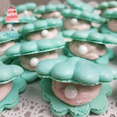 We really and truly can't get enough macarons, and the more magical the better. Enter the mermaid macaron. We first saw them in this hipster Little Mermaid Fat Mermaid, Little Mermaid Cakes, Little Mermaid Birthday, Little Mermaid Parties, Mermaid Tail Cake, Couple Halloween Costumes For Adults, Halloween Food For Party, Couple Costumes, Group Costumes
