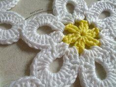 Crochet Stars, Crochet Flowers, Free Crochet, Knit Crochet, Burlap Wreath, Diy And Crafts, Knitting Patterns, Crochet Earrings, Amelia
