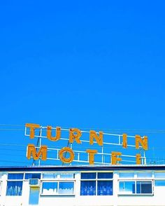#Repost @missfarmerjojo  You can check in but you can never leave...... #turnin #architecture #love #destinationwarrnambool #motel #cool #bigsky #warrnambool #favourite #unsquares #neon #pocket_streetlife #midcentury #iz_mnml http://ift.tt/2kikYYY