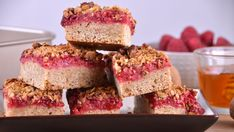 Receta   Barritas de granola con frambuesas - canalcocina.es Krispie Treats, Rice Krispies, Granola, Coffee Cake, Margarita, French Toast, Cheesecake, Food And Drink, Cookies