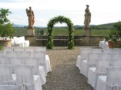 Arch with withe roses and greenery.  Event Planner : Wedding Italy.