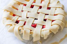 Triple Berry Pie Recipe DIY Projects Craft Ideas & How To's for Home Decor with Videos Easy Homemade Desserts, Great Desserts, Pie Recipes, Dessert Recipes, Triple Berry Pie, How To Make Everything, Recipe From Scratch, Creative Crafts, Berries