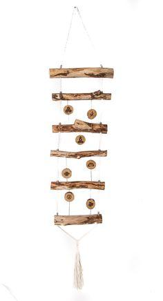 Dieser dekorative Blickfang aus Holz dient als Dekoration sowohl für den Innen- als auch für den wettergeschützten Außenbereich. Die gelaserten buddhistischen Symbole verleihen dieser Deko das besondere Etwas. #holzdeko #gartendeko #buddha #treibholz Wind Chimes, Buddha, Outdoor Decor, Inspiration, Home Decor, Buddhism Symbols, Wooden Signs With Sayings, Driftwood, Room Wall Decor