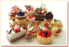 集合写真 Felt Cake, Felt Cupcakes, Felt Crafts Diy, Felt Diy, Felt Fruit, Cute Food Art, Felt Play Food, Party Sweets, Tiny Food