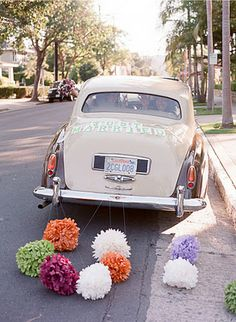 Just Married - car pom poms Wedding Car Decorations, Paper Decorations, Flowers Decoration, Wedding Blog, Wedding Events, Dream Wedding, Wedding Ideas, Wedding Planner, Wedding Photos