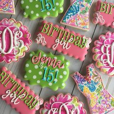 Another Lilly Pulitzer set for the books! I couldn't have been more honored to make them for this sweet girl! Happy 15th Birthday Jenna!! *Scalloped circle and Charlotte plaque by @kaleidacuts *Scalloped rectangle by @whiskedawaycutters *Dress cutter by @cookiecutterkingdom #cadiescookes #royalicing #royalicingcookies #lillypulitzer #lillypulitzercookies #dress #dresscookies #flowers #flowercookies #monogram #monogramcookies #polkadots #polkadotcookies #birthdaygirl #birthdaycookies…
