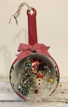 Handcrafted OOAK Vintage Christmas Snowman Scene Red Enamel Pot Bottle Brush Tree Mercury Glass Ornament Decoration Wall Decor Repurposed by JVintiqueDesigns on Etsy Vintage Christmas Crafts, Noel Christmas, Vintage Ornaments, Primitive Christmas, Diy Christmas Ornaments, Rustic Christmas, Christmas Projects, Handmade Christmas, Holiday Crafts