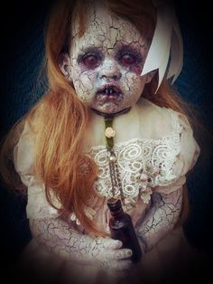 Dolls are inherently creepy. There's something about those blank staring little faces that you just can't trust. These dolls are pure nightmare fuel Creepy Baby Dolls, Creepy Toys, Creepy Clown, Creepy Art, Creepy Doll Makeup, Halloween Doll, Creepy Halloween, Halloween Makeup, Halloween Ideas