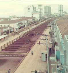Década de 1970 - Construção da linha 1 Azul do Metrô na região da Praça da Árvore.