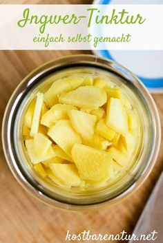 Ingwer lindert Kopfschmerzen, Magenbeschwerden und Erkältungssymptome. Mit diesem einfachen Rezept kannst du eine heilsame Ingwer-Tinktur herstellen.