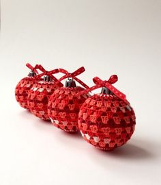 Crocheted Christmas Baubles - decorations Christmas tree ornaments - tutorial & free pattern