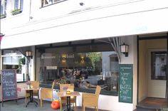 Klein hotel op perfecte locatie in het centrum van valkenburg in het hart van het limburgse heuvelland. Hart, Restaurant, Places, Outdoor Decor, Hotels, Home Decor, Decoration Home, Room Decor, Restaurants