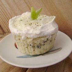 Cupcakes Mojito-flavored with rum, lime and mint, and they're gluten-free to boot!